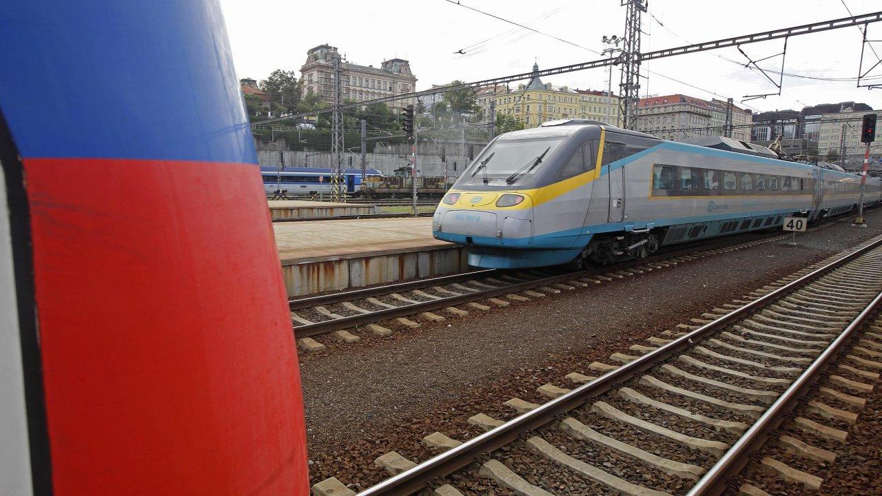 Oobjednanou, ale neodebranou elektřinu pro dopravce nadráze se firmy ČEZ Prodej a SŽDC přou devět let.