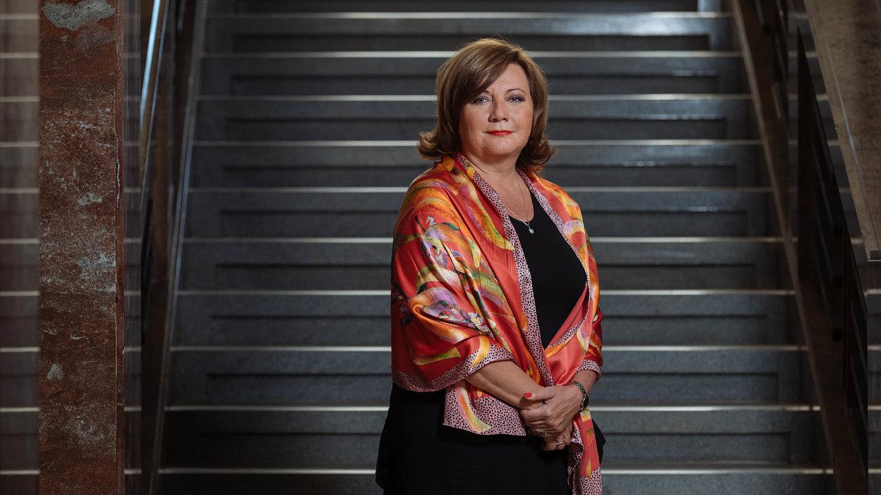 Ministryně financí Alena Schillerová odhadla pro Českou televizi finální letošní schodek státního rozpočtu kolem 30 miliard korun.