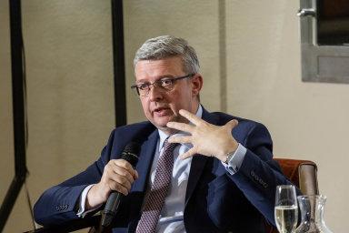 Do konce února hodlá ministr dopravy a zároveň i průmyslu a obchodu Karel Havlíček předložit vládě návrh na reorganizaci ministerstva dopravy včetně struktury náměstků.