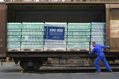 Vagon s minerálkami je připraven k odjezdu.