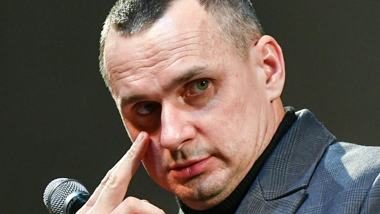 Z vězení na konference: Po výměně zajatců se Oleg Sencov věnuje hlavně přesvědčování západních politiků, aby požadovali propuštění dalších vězněných.