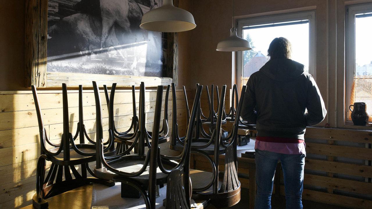 Zavřeno: Úřad práce iHospodářská komora potvrzují, že nejvíc nezaměstnaných je zrestaurací adalších stravovacích podniků.