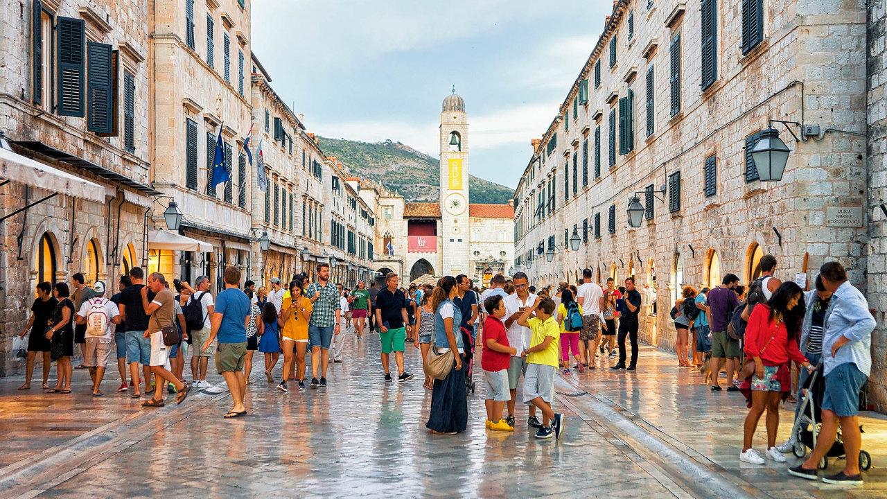 Středověký Dubrovník je jedním z přímořských lákadel na dovolenou v Chorvatsku.