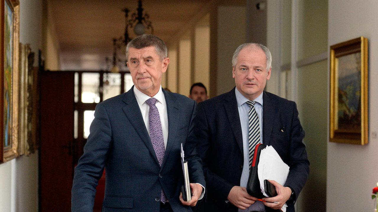 Premiér Andrej Babiš sepidemiologem anáměstkem ministra zdravotnictví Romanem Prymulou.
