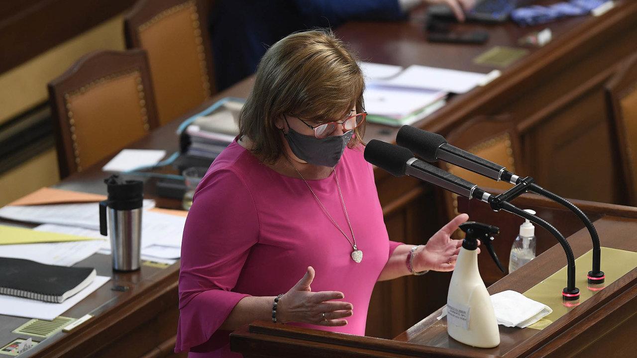 Pár minut trval včerejší druhý pokus oschválení novely daňového zákona, který umožní vznik on-line finančního úřadu. Ministryně financí Alena Schillerová vyhověla námitkám opozice ioborových svazů.
