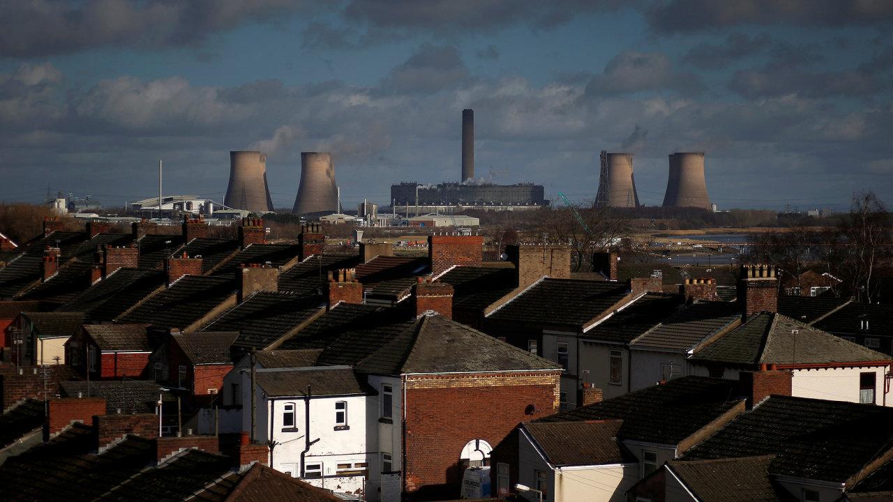 Uhelná elektrárna Fiddlers Ferry ve městě Widnes v severní Anglii.