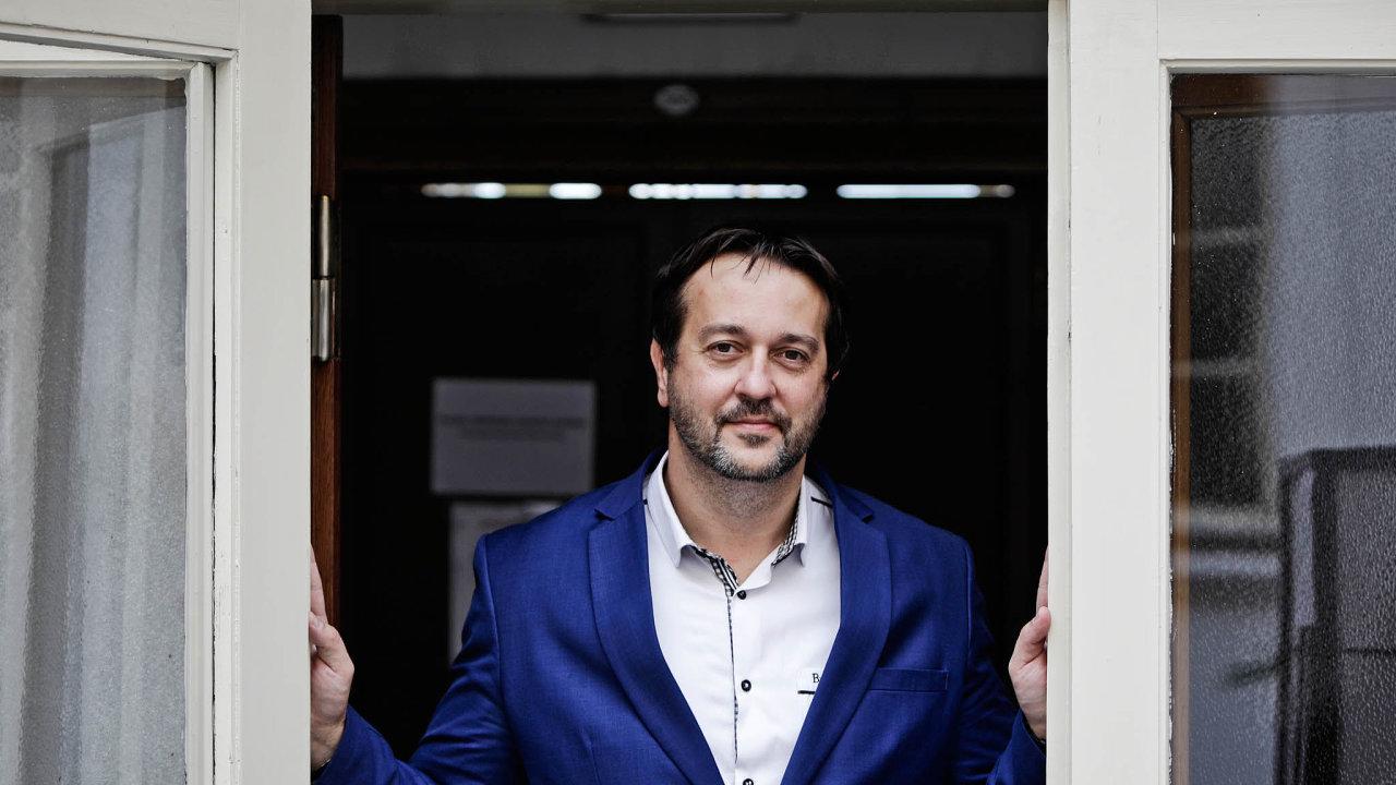 Konec spolupráce. Epidemiologa Rastislava Maďara (nasnímku) si ministr zdravotnictví Adam Vojtěch vybral kespolupráci zkraje jara. Dlouho osobě oba mluvili srespektem.