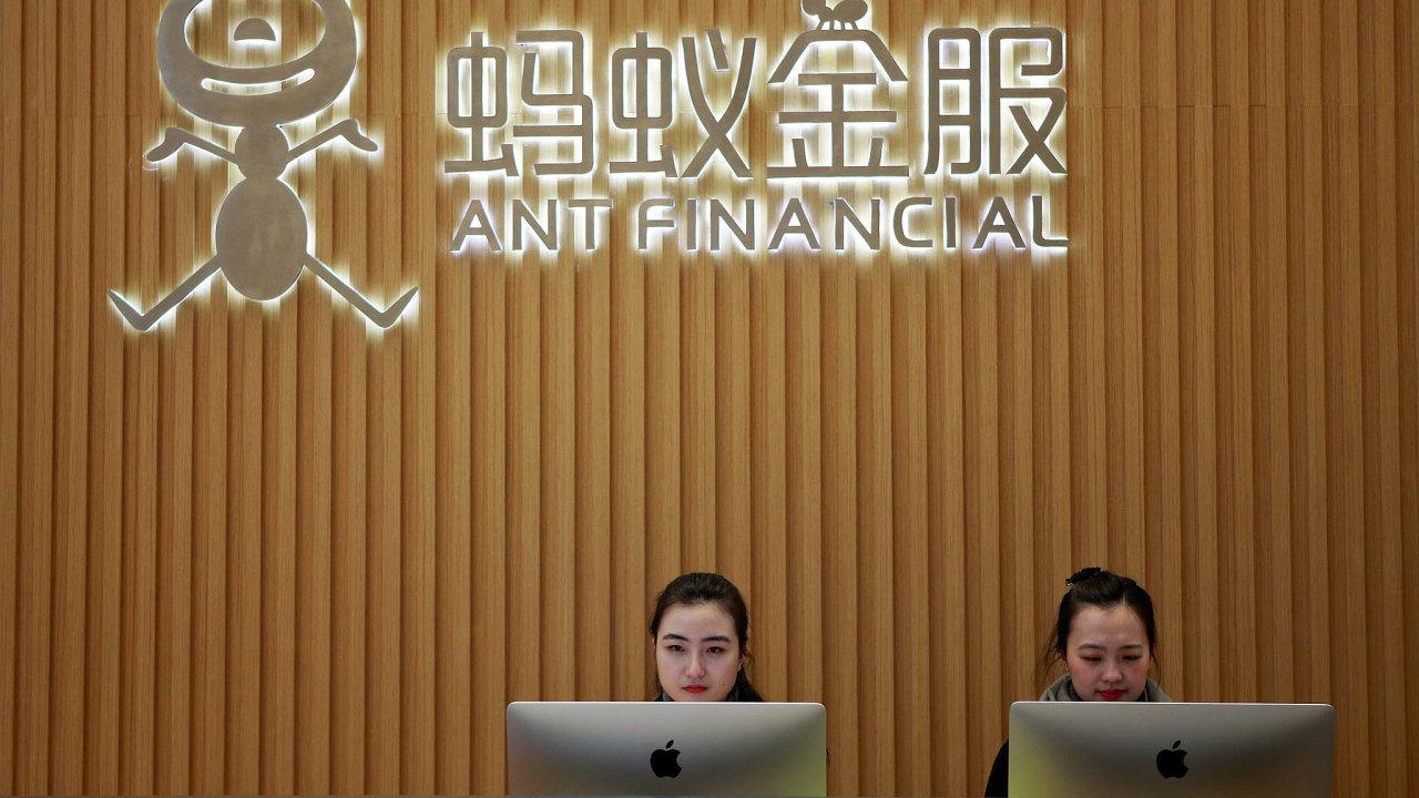 Úpis akcií na burze by mohl čínskou finančně-technologickou skupinu Ant ohodnotit až více než 200 miliard dolarů.