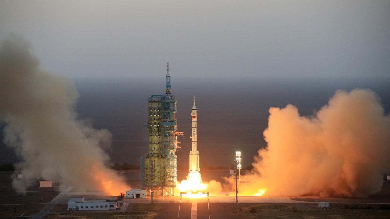 Podobu nového raketoplánu zatím Číňané tají. Podle všeho by se měl podobat americkému Boeingu X-37B, který létá bez posádky. Čínský raketoplán vynesla raketa Dlouhý pochod 2F (nasnímku zroku 2017).