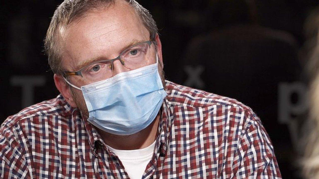 Bláha: Vládní politici celou dobu lžou. Data z nemocnic byla tajná i před zdravotníky.