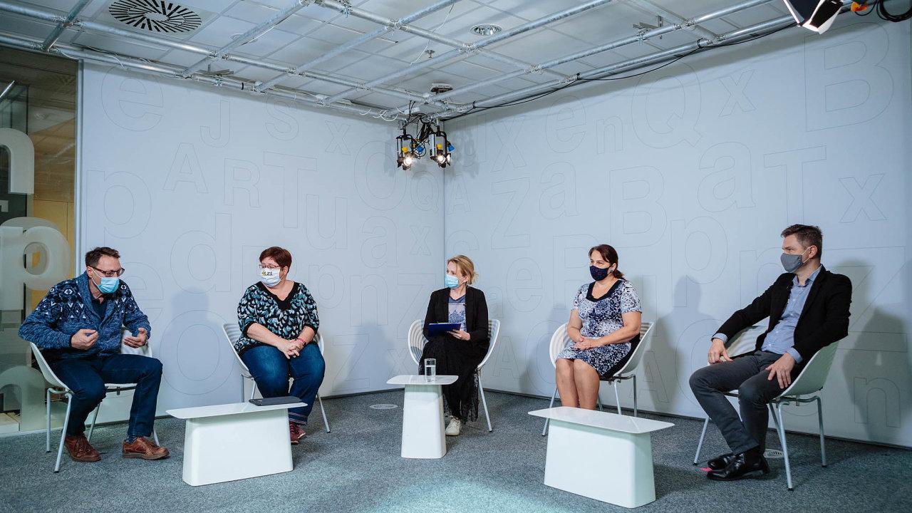 Jak učit nadálku, diskutovali (zleva) Michal Černý, Petra Boháčková, Jana Horká, Štěpánka Baierlová aJaroslav Faltýn.