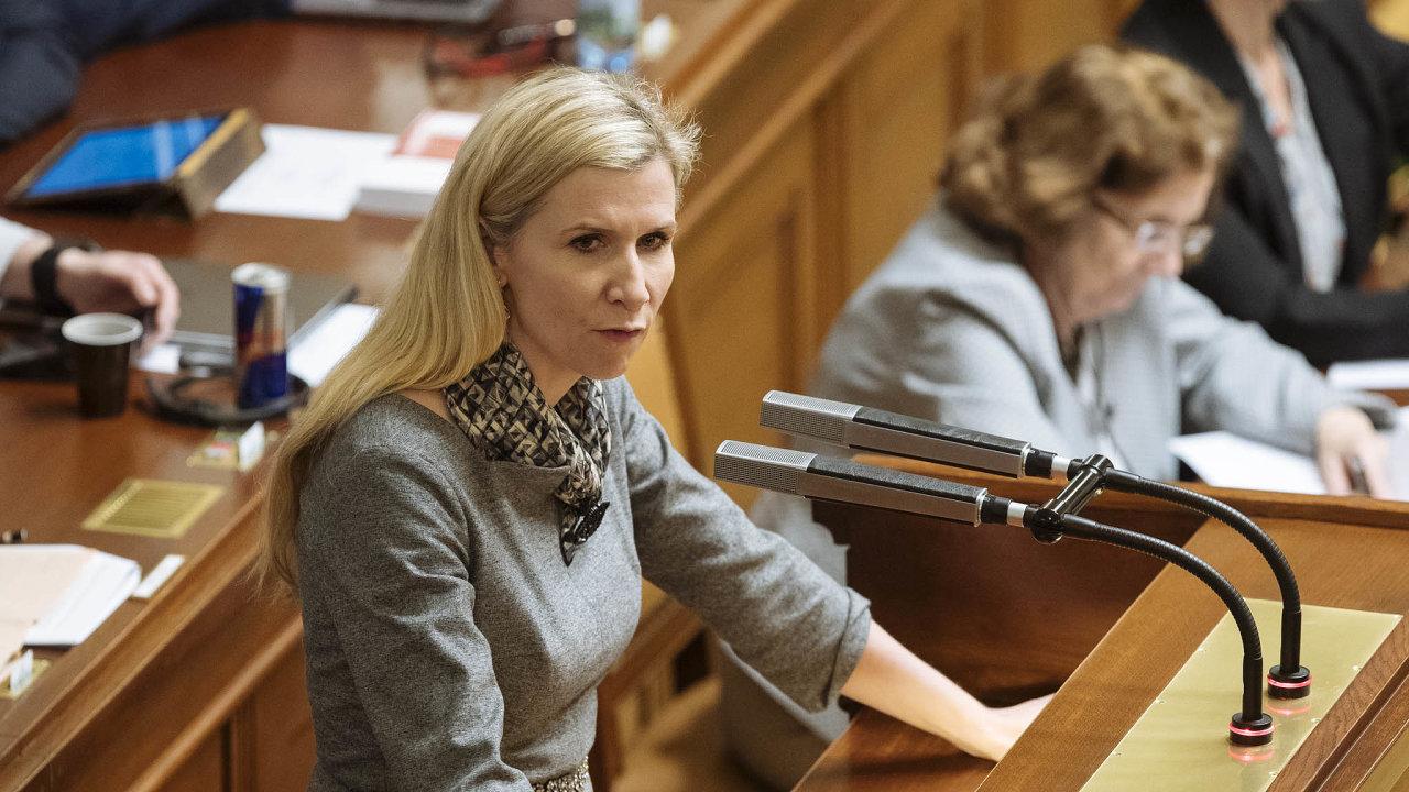 Dokonce roku. Kateřina Valachová (ČSSD) tvrdí, že poslanci musí dokonce roku zabránit průšvihu, který by nastal nepřijetím nového zákona oexekucích.