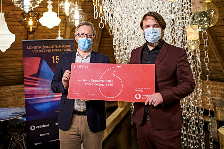 (Zleva) HR Director společnosti LASVIT Jakub Vykoukal aředitel podnikatelských soutěží Petr Lutonský