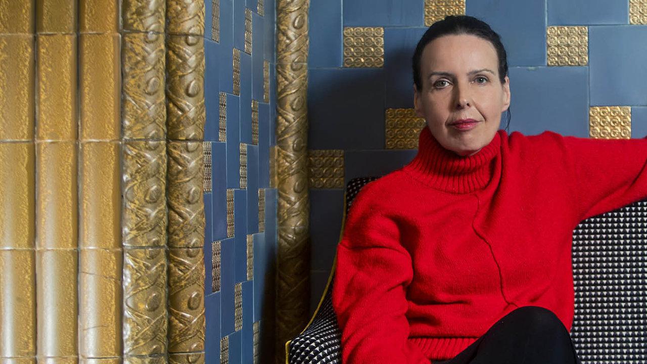 """Karin Lednická vydala svou prvotinu ve vlastním nakladatelství. """"Nikdo mě netlačí k rychlým termínům, které by mě nutily odvést ledabylou práci,"""" říká."""