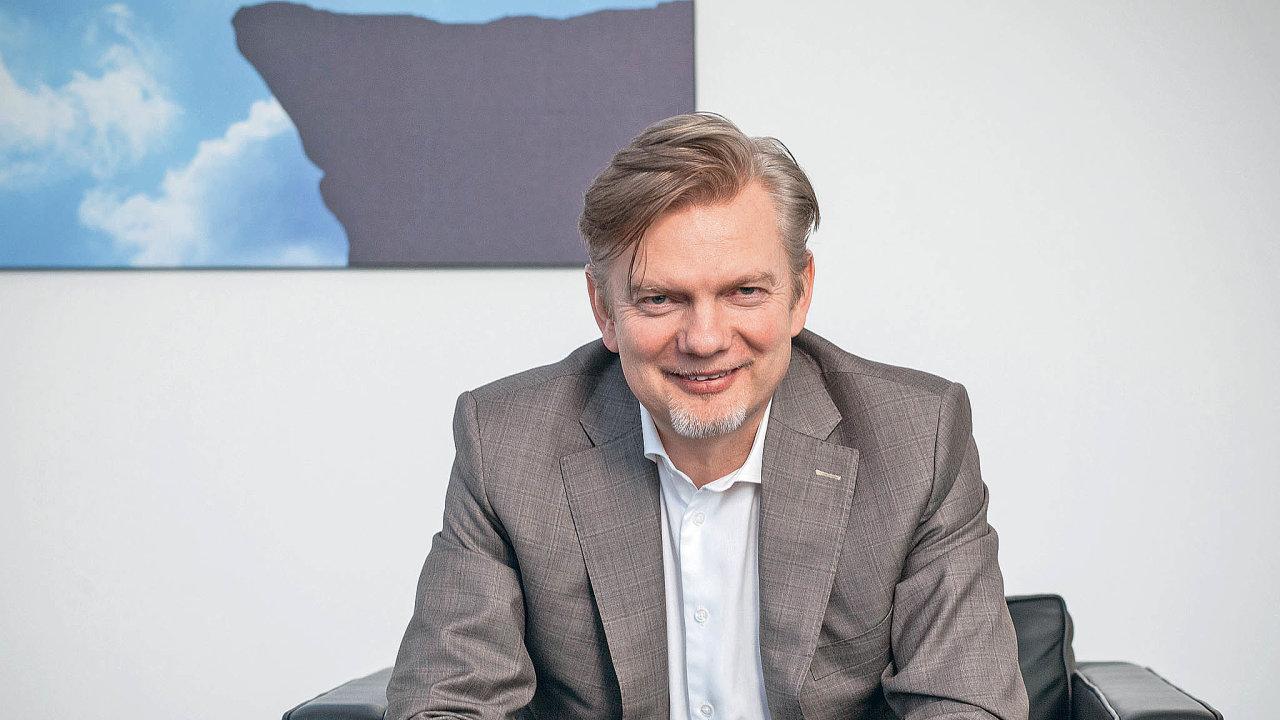 Tomáš Budníkpracovalpro Český Telecom, proPentu vedl tehdejšího operátora U:fon a působil i jako generální ředitel českého O2. Po odchodu z PPF založil investiční skupinu Thein.