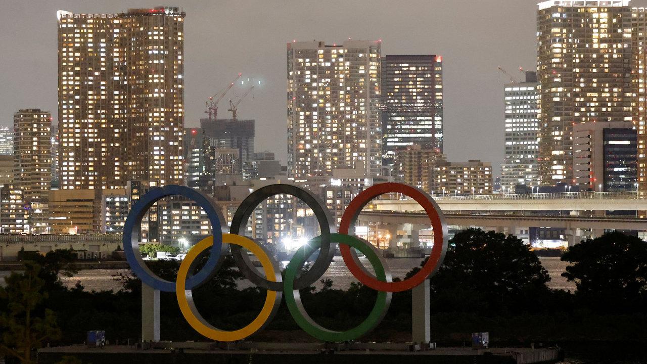 Kvůli protestům svých obyvatel stáhla vposledních letech olympijskou kandidaturu mnohá světová města. Nesouhlas shrami vTokiu vyjádřilo inemálo Japonců.