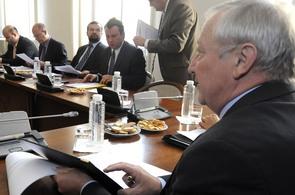 Ministr financí Eduard Janota na schůzce k návrhu státního rozpočtu.
