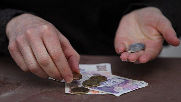 Lidé by nejčastěji ztrátu hlavního příjmu domácnosti řešili hledáním jiného zaměstnání nebo brigády.