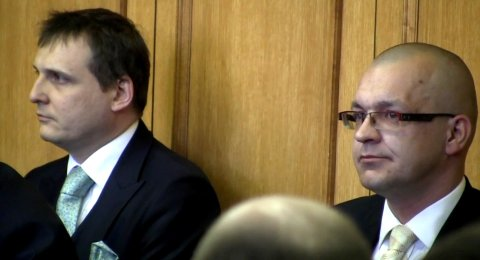 Vít Bárta (vlevo) a Jaroslav Škárka u soudu.