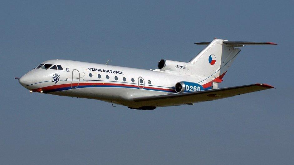 Obrana vyřadí v letech 2014 a 2015 z provozu dva letouny JAK-40
