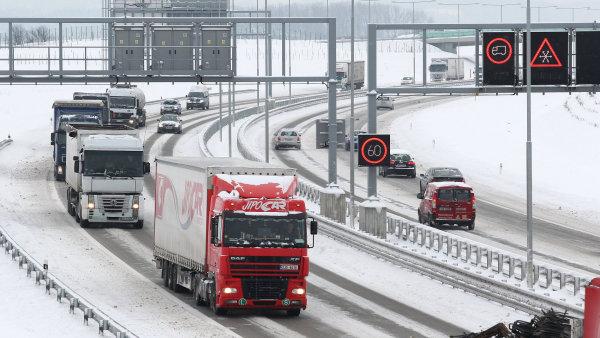 Rusko a Ukrajina navz�jem pust� sv� kamiony dom� - Ilustra�n� foto.