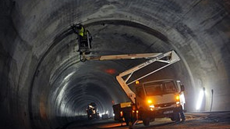 Výstavba silničního tunelu (ilustrační foto)