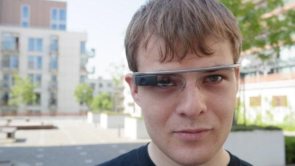 Prvn� Google Glass v �esku m� Matin Pelant ze spole�nosti eMan