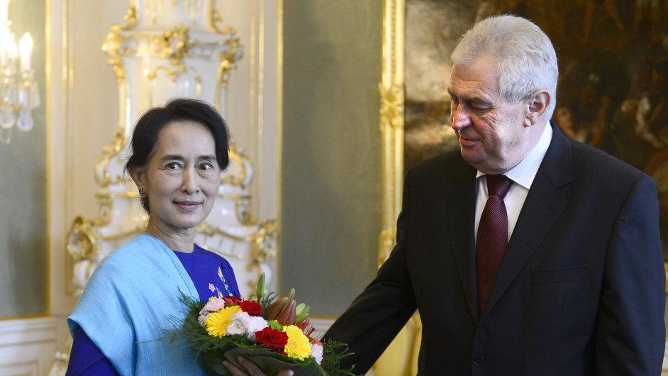 Prezident Zeman přijal barmskou političku Su Ťij, tibetského dalajlamu ne