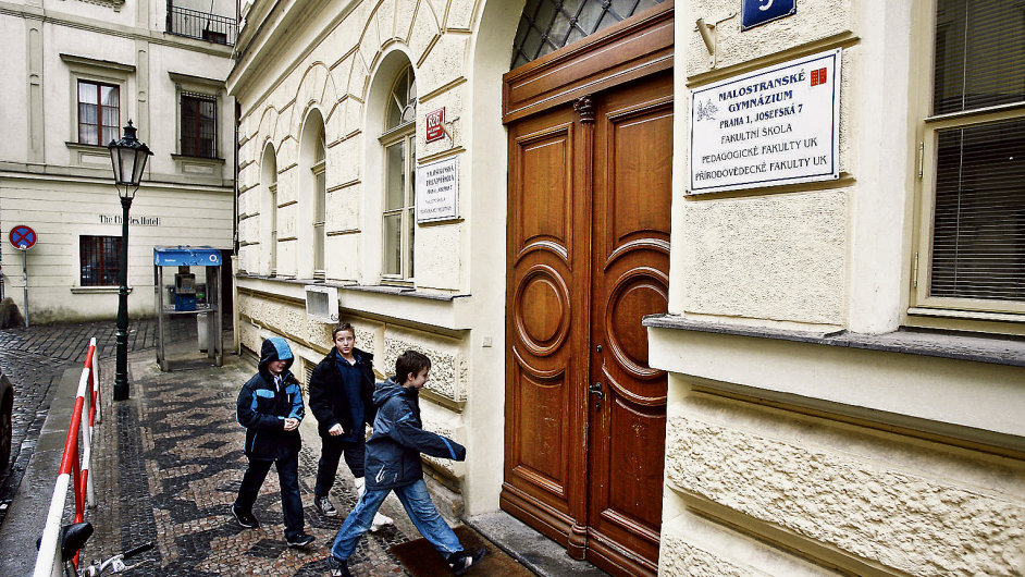 Deváťáci chtějí na gymnázium. Na obrázku Malostranské gymnázium v Praze (ilustrační foto)