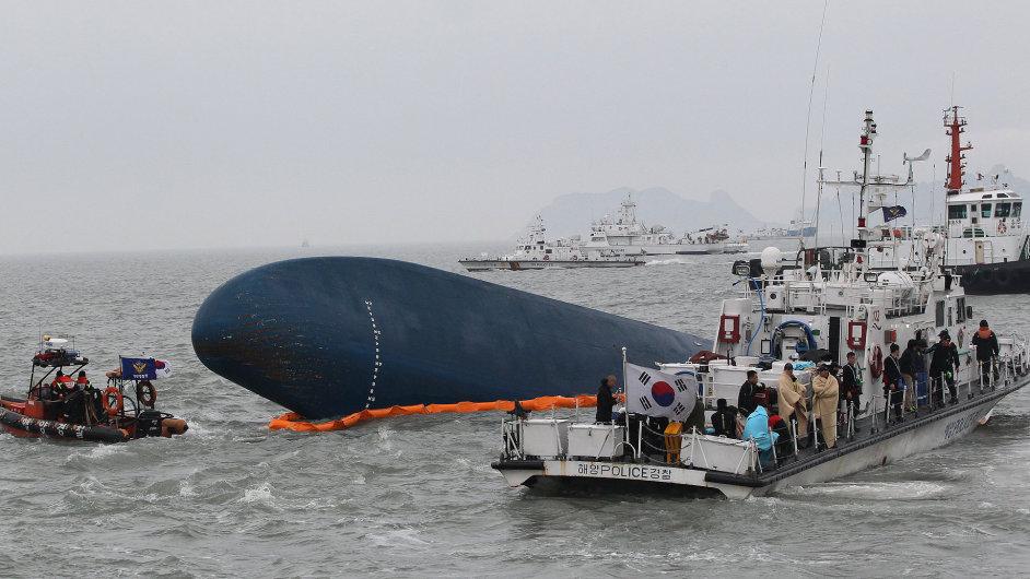 Záchranné akce ztroskotaného trajektu u Korejského poloostrova
