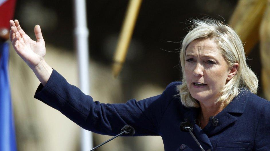 Úspěch Marine Le Penové ve francouzských eurovolbách způsobil šok.