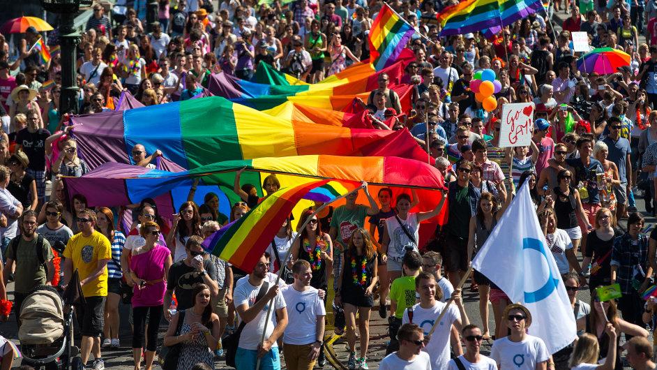Do průvodu v rámci Prague Pride přišlo loni přes 20 tisíc lidí.