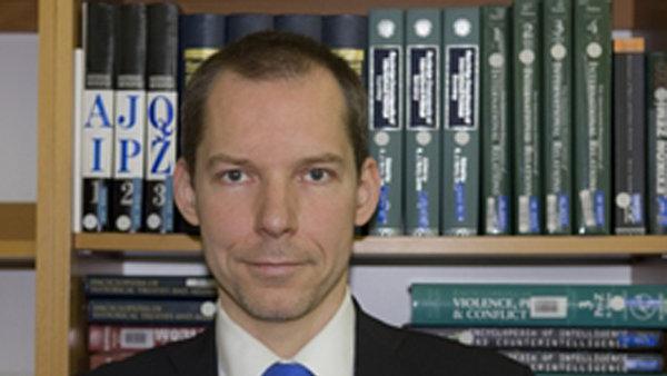 Petr Kratochvíl, ředitel Ústavu mezinárodních vztahů