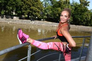 Adidas obarvil metro na růžovo a s Kuchařovou vybízí ženy k běhání 08c6777f09