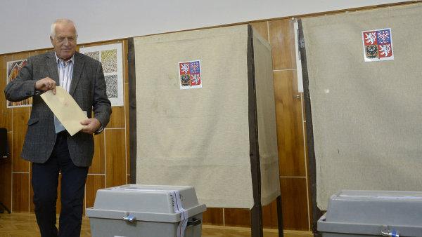 Bývalý prezident Václav Klaus volí v komunálních volbách.