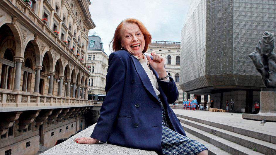 Do Národního divadla v Praze Iva Janžurová přestoupila v roce 1987 z Divadla na Vinohradech.