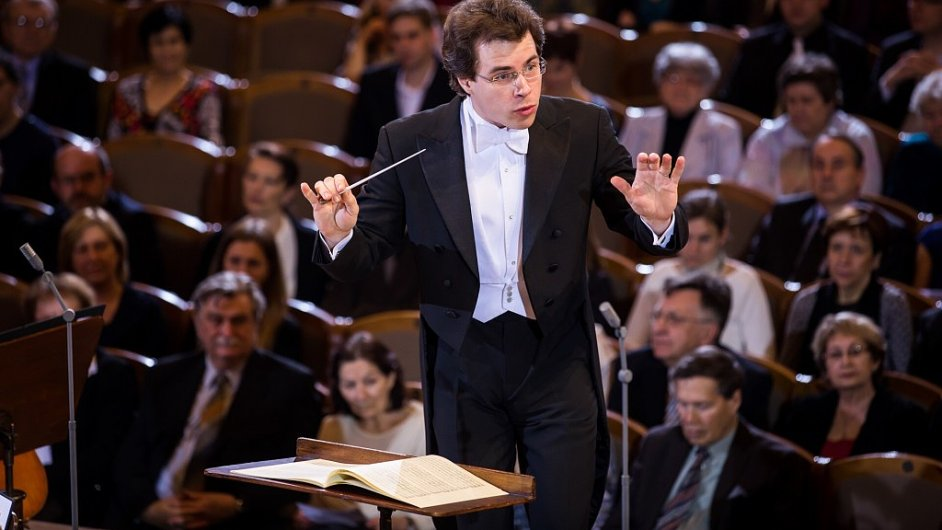Jakub Hrůša na snímku z koncertu s PKF - Prague Philharmonia v únoru 2014.