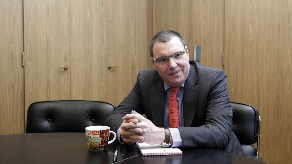 Guvernér České národní banky Miroslav Singer vyučuje na Národohospodářské fakultě pražské Vysoké školy ekonomické.