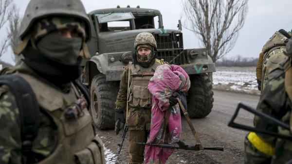 Na východě Ukrajiny se opět intenzivně bojuje - Ilustrační foto.