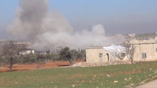 Nemocnice podporovaná Lékaři bez hranic poblíž města Ma'arat an-Numán po leteckém útoku.