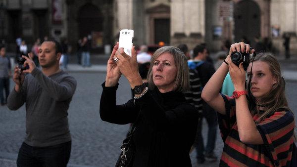 Do vývoje příjezdů turistů se promítla hlavně rostoucí poptávka ze sousedních států platících eurem.