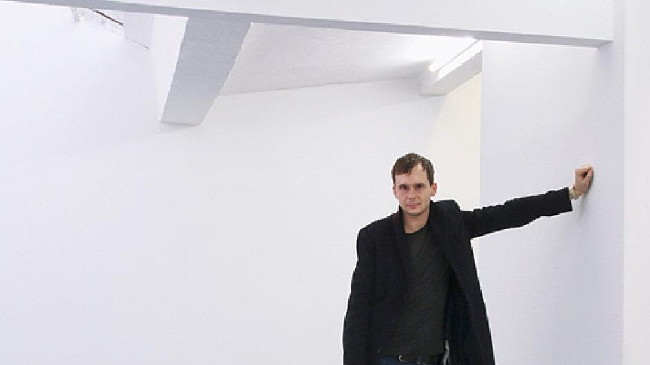 Michal Novotný na snímku, jejž ve svém výběru použil časopis Artsy.