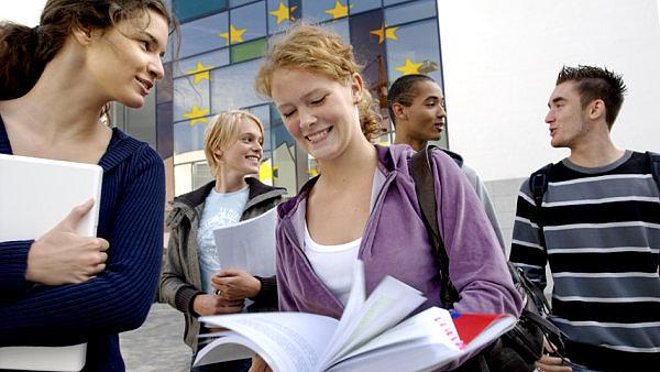 Mladí po studiích nehledají práci lehce