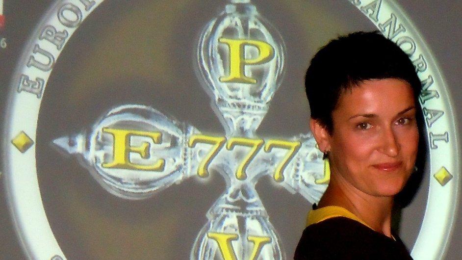 Alexandra Hiermanová ve skupině EPRV777 působí jako hlavní vyšetřovatelka a médium.