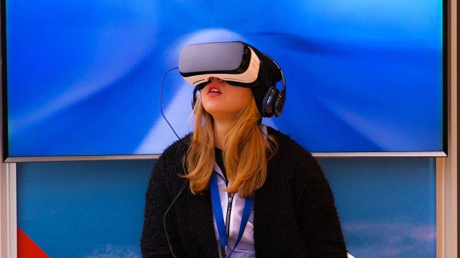 virtuální a rozšířená realita, ilustrační foto