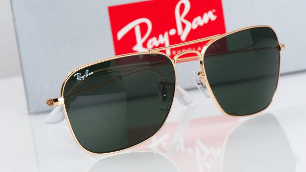 Výrobce brýlí Luxottica vlastní i značku Ray-Ban.