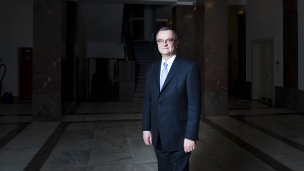 Věří v úspěch. Pokud však jeho strana TOP 09 ve sněmovních volbách nedostane alespoň 5 procent hlasů, předseda Miroslav Kalousek z funkce odstoupí.