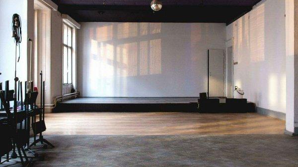 Divadlo bude hrát třikrát měsíčně v Bulharském kulturně osvětovém klubu, který si pronajímá.