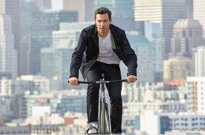 Google začne místo brýlí prodávat chytrou bundu pro cyklisty, pomůže mu s ní Levi's