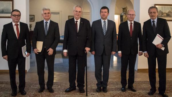 Pravidelná debata nejvyšších ústavních činitelů o české zahraniční politice.